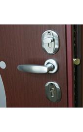 Ручка на металлической двери