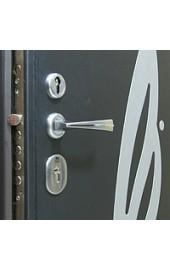 Ручка и аппликация входной двери