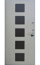 Внутренний вариант отделки для входных дверей с филенкой
