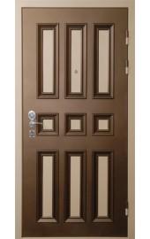 Коричневая дверь с филенкой