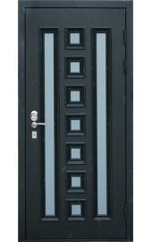 Современная входная дверь с цветной филенкой