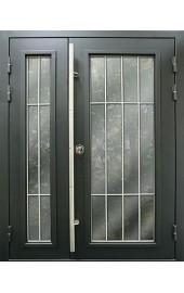 Двойная входная дверь с решетками